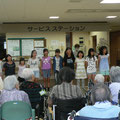 小学生達はこども讃美歌を歌いました