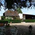le gite de la Loge,petit coin salon à l'ombre,FlavacourtGite Gisors, proche de Beauvais, à 1 h de Paris, en Picardie, à la campagne