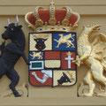 Darstellungen dieses Wappens an Güstrower Verwaltungshäusern
