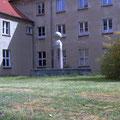 Brunnen vor der Landesgehörlosenschule in Güstrow