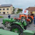 Pünktlich um 09.45 waren insgesamt 40 Traktorfreunde mit 23 Traktoren bei Treffpunkt in Kainreith