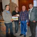 SL Traktofreunde Erwin und Harald bei der Geschenkübergabe