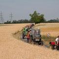 Wunderschöne Fahrt des Konvois von insgesamt 41 Traktore durch die Flure des beginnenden Weinviertels (nähe Gauderndorf)