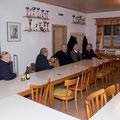 """Unsere """"junggebliebenen Oldtimertraktorfreunde"""" sind die ersten bei der Versammlung anwesend..."""