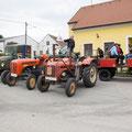Am Treffpunkt in Röhrawiesen trafen sich dann ca. 40 USV Trakorfreunde zur Abfahrt
