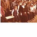 Zuseher bei der Sportplatzeröffnung 1977