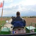 Reinhard Grill mit dem TSW Vorspann bei der Rückfahrt