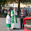 Segnung in Rodingersdorf durch Pfarrer Milo