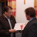 AR Karl Schleinzer würdigt die Verdienste des Jubilars Herbert Mang für den USV Kainreith/Walkenstein