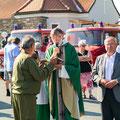 Segnung durch den Pfarrer von Sigmundsherberg Milo