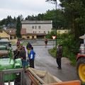 Beim Treffpunkt in Brugg waren 28 Fahrer pünktlich da - weitere 3 USV Traktorfreunde kamen noch dazu ..