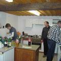 Das fleißige Küchenpersonal ( Erwin Nader sowie Reinhard Etzel)