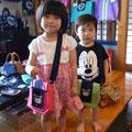 """2013.7.16  ピンクのホヤぼーやお出掛けポシェットをしているのが""""はるちゃん""""お姉ちゃんです。 黄緑のホヤぼーやお出掛けポシェットをしているのが""""サクくん"""" 弟くんです。 2人とも超カワウィです!超お似合いです❤(*^_^*)❤"""