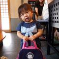 """2013.7.11  バッグを持っているかわいらしい女の子は""""みーちゃん""""です☆"""