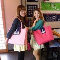 2014.6.15 海市でステキな歌を聴かせてくれた、あいちゃんとsimakoさんがご来店♡ミュージックデザインのバッグとパチリ☆ありがとうございましたー♡♡