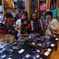 2013.8.1  女性陣はわざわざ大阪からいらしていただきました。 大阪ではGANBAAREのバッグを町で見かけるらしいですよ!