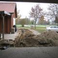 Nun ist auch der Wassergraben fertig.