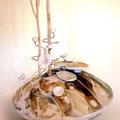 Zen, il vaso di Eleonora Ghilardi realizzata in porcellana modellata a mano, i cui steli di fiori possono essere posizionati a piacimento.