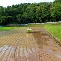 田植えのおよそ2〜3日後から始まる除草作業のことを考えて、