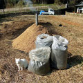 畑の土作りにも利用するので、一年分を作り置きます。