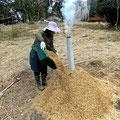 籾殻くん炭作りも冬の間の作業です。