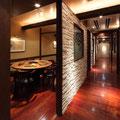 廊下を挟んで両サイドに設けられた部屋 隣を気にせず食事や会話をお楽しみ頂けます