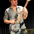 Lindsay Coulson – cooler Bass, cooles Posing ;-)