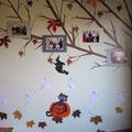 Helovynu dekoruota ir siena