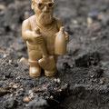 Археолог, груша, 4,5 см. Дружеский шарж на одного киевского ученого.