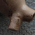 Het wapenschild van Gouda met daarboven de letter S