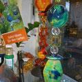 Florino Porzellan- und Acrylteile auf Tischständer
