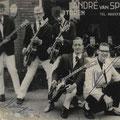 Oude groepsfoto van The Black Albino's uit 1961. vlnr: Lody Bergsma, Joop Jonkers, Paul vd Voort Maarschalk, Hans Schoots, Joop Jonkers (Dean Holley)