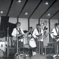 JOHNNY & HIS CELLAR ROCKERS (on stage 2 november 1961) vlnr: Hans Kuyt - Jan Burgers - Pierre van der Linden - Jan Akkerman (Eko) - Cor Engelsma - Cocky Akkerman
