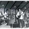 JOHNNY & HIS CELLAR ROCKERS (on stage 2 november 1961) vlnr:  Jan Burgers - Pierre van der Linden - Jan Akkerman (Eko) - Cor Engelsma - Cocky Akkerman