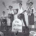 THE JET BLACK ROBBERS (1959) - Cafetaria van Gurp, Vught Wil van Gurp (drums) - Henk de la Cousine (slaggitaar) - Bart Strik (sologit.) - Wim de Laat (accordeon)
