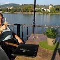 Stolzenfels: Federweißer mit Blick auf Lahnstein