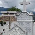 und ein Friedhof: wir sind in einem Marmor-Abbaugebiet