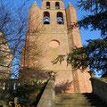 fronton de l'église  de Nailloux près des Gites des Camparros