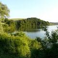 vue du lac de la Thésauque près des Gites des Camparros à Nailloux