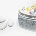 Cofanetto portaconfetti in ferro laccato bianco, con caricatura su legno - Misura 6X5cm. circa