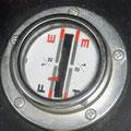 燃料ゲージ  Fは「Full」、Eは「Empty」の略。 エラーではありません。