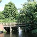 Brücke am Schloßgraben-Kanufahren durch die Kanäle in Köpenick
