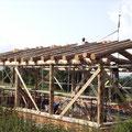 Aufbau unseres Musterhaus als Niedrigenergiehaus mit Naturbaustoffen, Mondpahsenholz, Lehm und Stroh