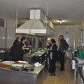Intanto lo staff è all'opera in cucina