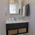 【洗面所】 オシャレな洗面台で高級感を演出。洗面所やお風呂で使うもののストックは隣のパントリーに収納できるので、洗面所はいつでもスッキリを保てます。