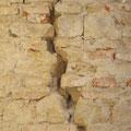 Sprünge in der Wand