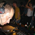 der ResidentDJ snusdo-san, der auch die Auswahl der Gäste-DJs vornahm.