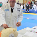 Die erste Spende für die Sporthalle kommt vom Landtagsangeordneten Weske