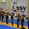 Mädchen aus der Abteilung Rhythmische Sportgymnastik eröffnen das Kindersportfest