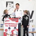 """Herr Weske startet die Spendenaktion """"Baustein"""" für die vereinseigene Sporthalle"""